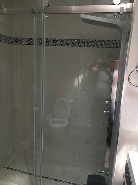 installation de porte de douche en vitre